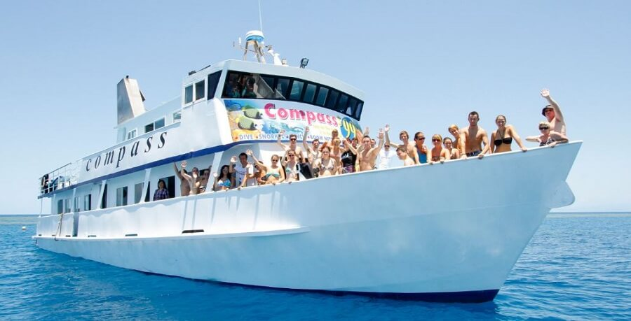 great barrier reef tour boat